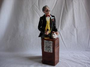 Royal Doulton Figurine HN  THE AUCTIONEER