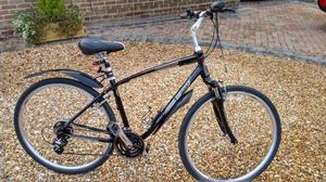 Giant Cypress Mens Hybrid bike in excellent condition.