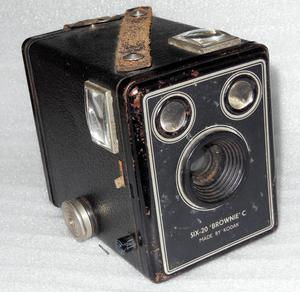 KODAK 'BROWNIE C' 6-20 CAMERA
