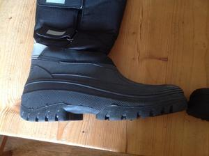 Mens size 7 all weather boots