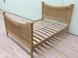 Solid oak 5 foot kingsize bed frame. Contemporary style bed