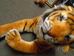 MELISSA & DOUG PLUSH GIANT TIGER