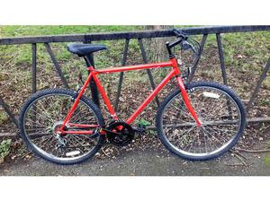 18 Speed Mountain Bike Bicycle. Excellent Condition. Fully