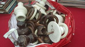 Bag of Wood Curtain Finials & Rings & Plastic Shower rings