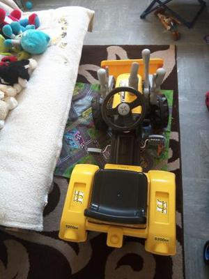 brand new kids outdoor pedal tractor