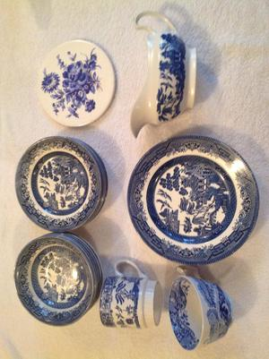 Blue and white china (25 pieces)