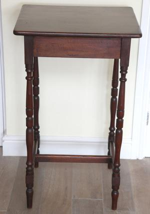 ANTIQUE SOLID MAHOGANY TALL SIDE/LAMP TABLE PLANT STAND
