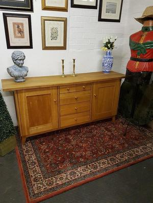 Lovely top quality long solid oak sideboard with drawers