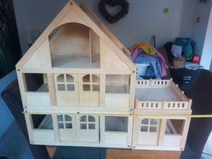 Wooden Dolls House - suit 2 to 6 year old