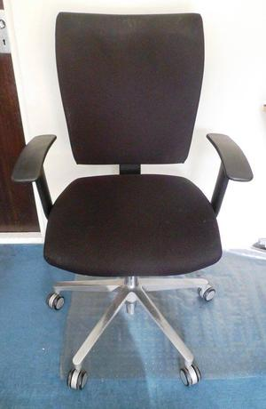 Black Adjustable Office Chair/Computer Chair