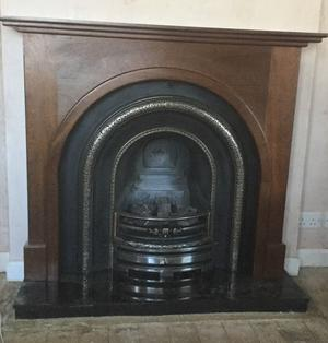 Lytton cast iron gas fire with arched solid mahogany surround and solid granite hearth