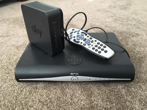 Sky HD Box with remote (Excellent condition)