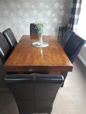 Large oak dining table and 6 chairs.