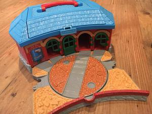 Thomas Take n Play TIDMOUTH ROUNDHOUSE ENGINE SHEDS SET