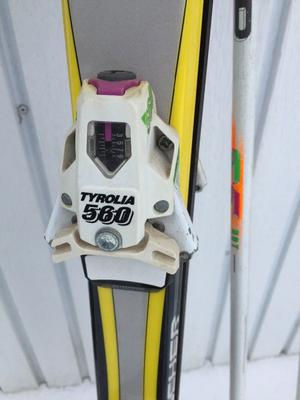 Fischer carver skis with poles and Tyrolia 560 bindings