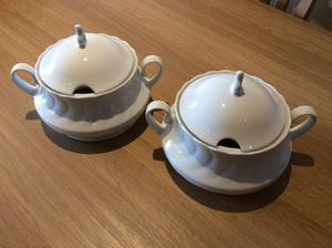 TUREEN/SERVING BOWLS with lids Plain White
