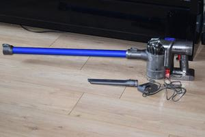 DYSON DC 44 VACUUM CLEANER WITH CHARGER GOOD WORKING CONDITION