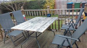 5 garden chairs + table