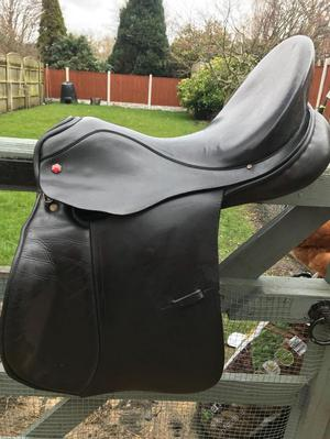 "Black 17.5"" Albion Ultima GP saddle"