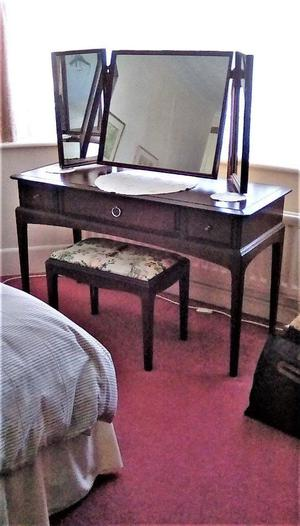 Stag mahogany 3 drawer dressing table, mirror and stool - VGC