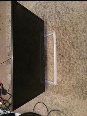32 inch HD LED TV bulit in freeview and HDMI and USB very good condition come with the remote