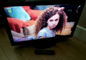 32 inch lcd TV complete with remote control with built in free view