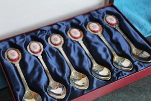 Boxed Cameo Silver plated tea spoons