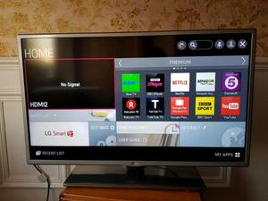 """Lg32"""" Smart Tv p in excellent condition full working order"""