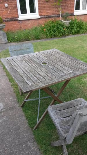 Garden folding table and two chairs