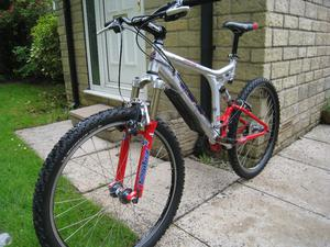 GT MOUNTAIN BIKE full suspension / marzocci forks, fox racing float r