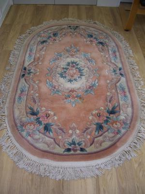 Oval Chinese 100% wool rug. 5 x 3 ft (1.52 x 0.91cm); peach