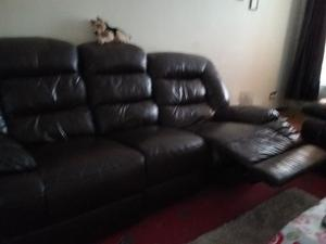 3 Seater & 2 Seater Electric Leather Recliners £450