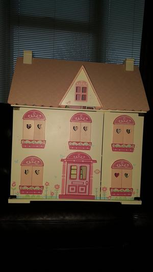 ROSEBUD COTTAGE DOLLS HOUSE WITH FURNITURE AND FAMILY