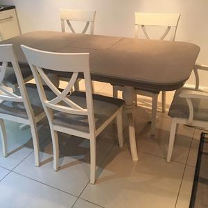 BEAUTIFUL DINING TABLE & CHAIRS EX COND