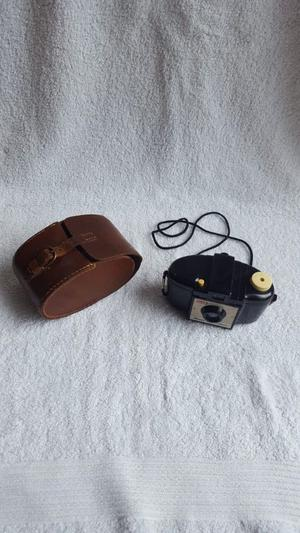 kodak Brownie 127 vintage camera with case, collectable, untested, good condition.