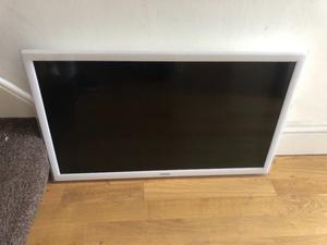 "Samsung 32"" Full hd smart WiFi led tv.WHITE.Excellent condition.No stand, comes will new wall mount"