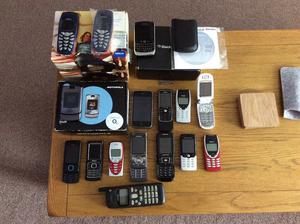 JOB LOT OF OLD COLLECTABLE MOBILE PHONES