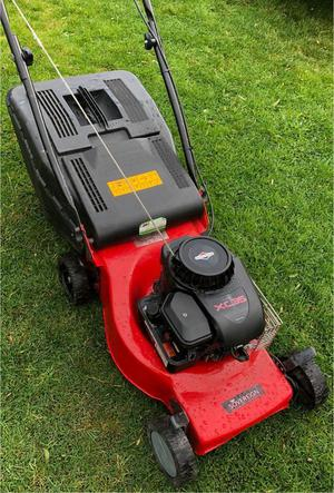 Lawnmower petrol push mower Soveriegn with Briggs & Stratton engine starts first time any test