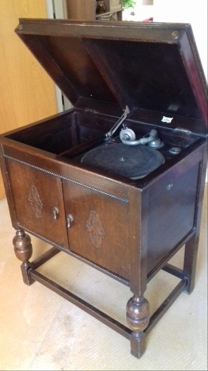 Antique wind up Sterno Gramophone.