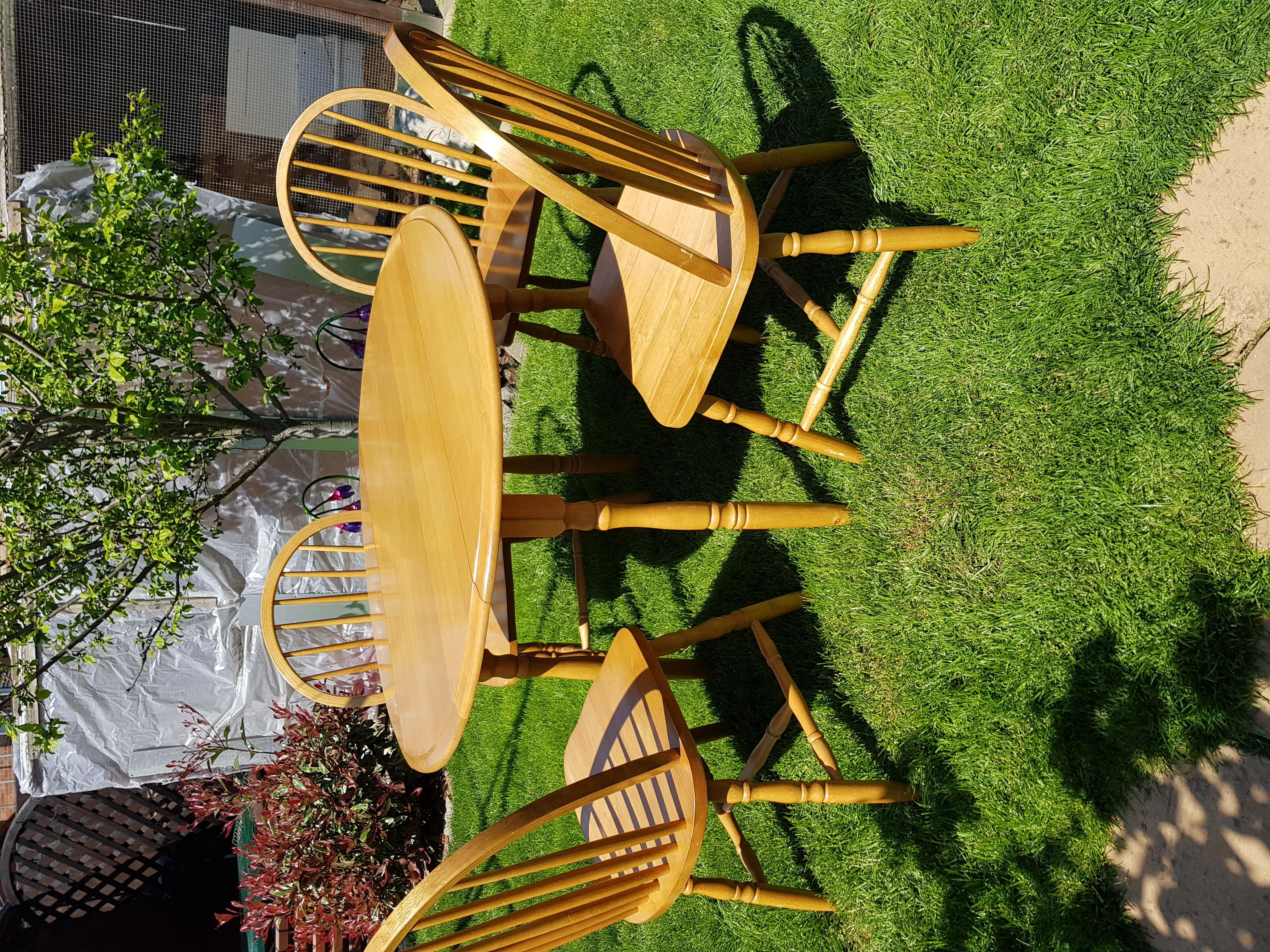 Oak round table &4 chairs