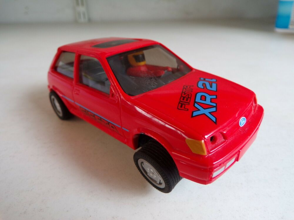 FORD FIESTA XR2i - C.287 IN RED () SCALEXTRIC (HORNBY