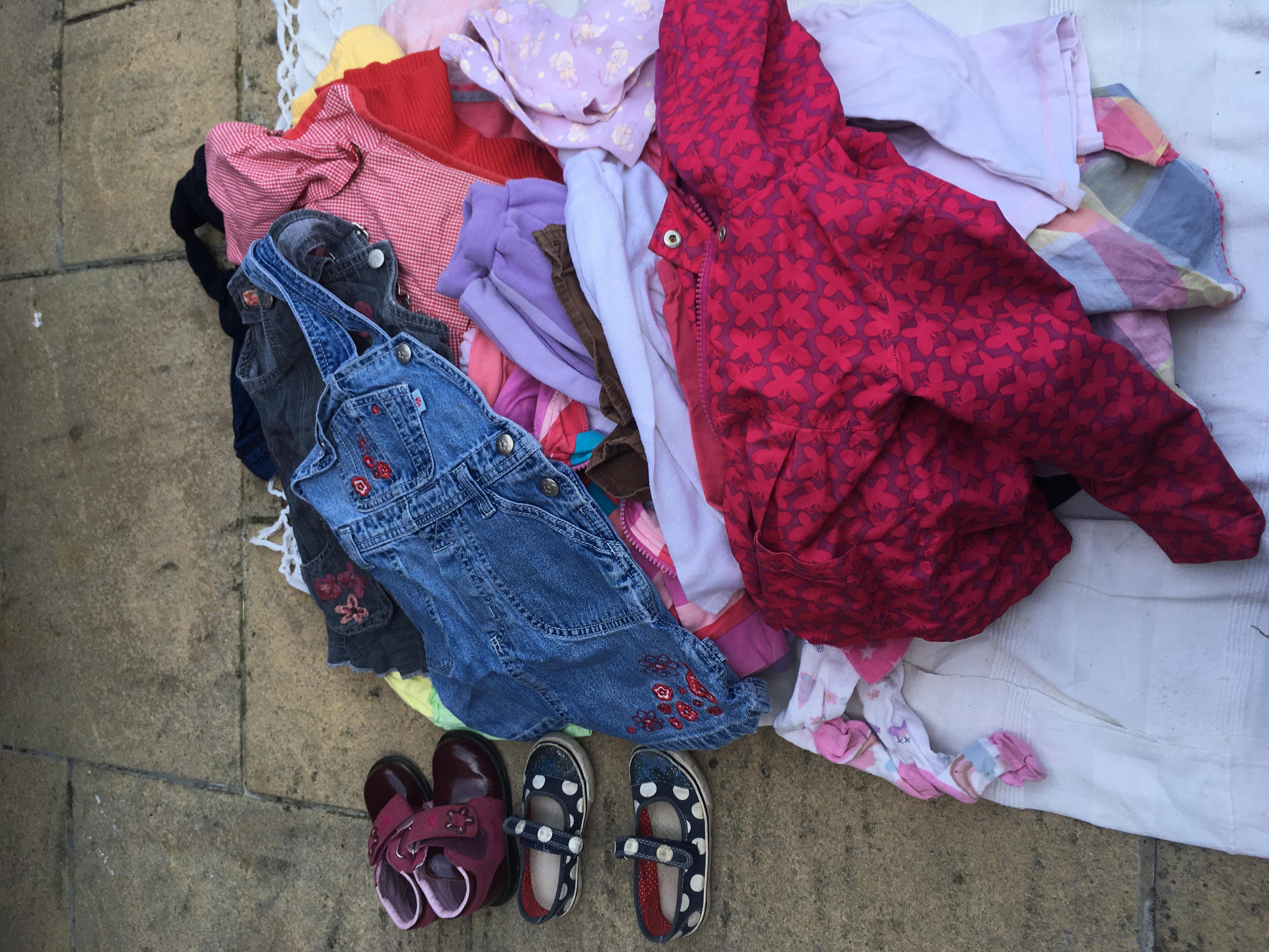 Large bundle of girls clothes 2-3 years