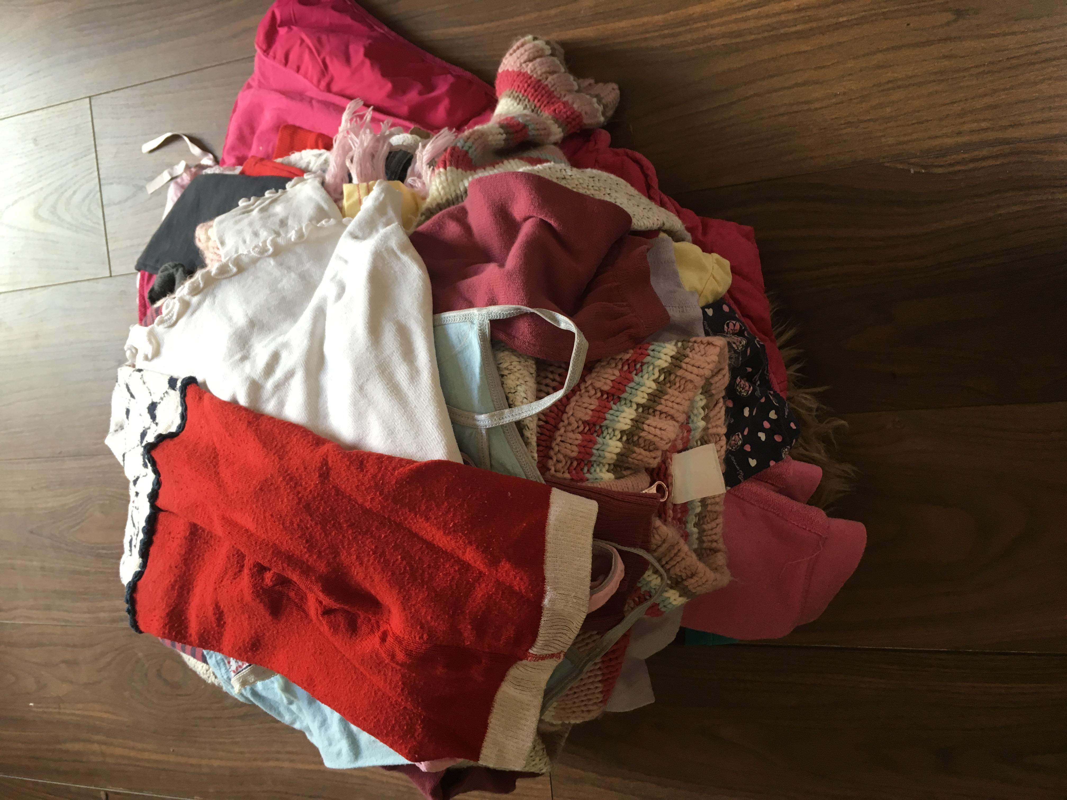 Large bundle of girls clothes 3-4 year old