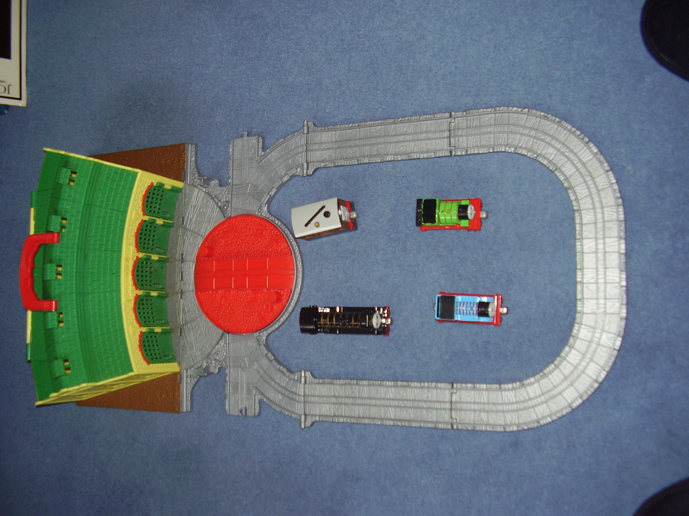 THOMAS THE TANK ENGINE - TAKE N PLAY TIDMOUTH SHED + 4