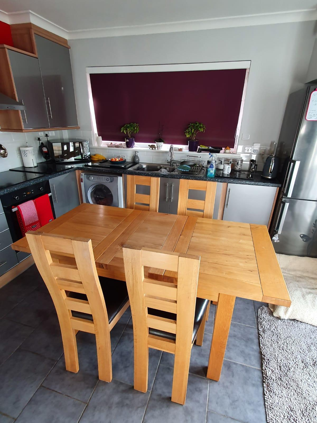Solid natural oak extendable table & 4 leather chairs VGC