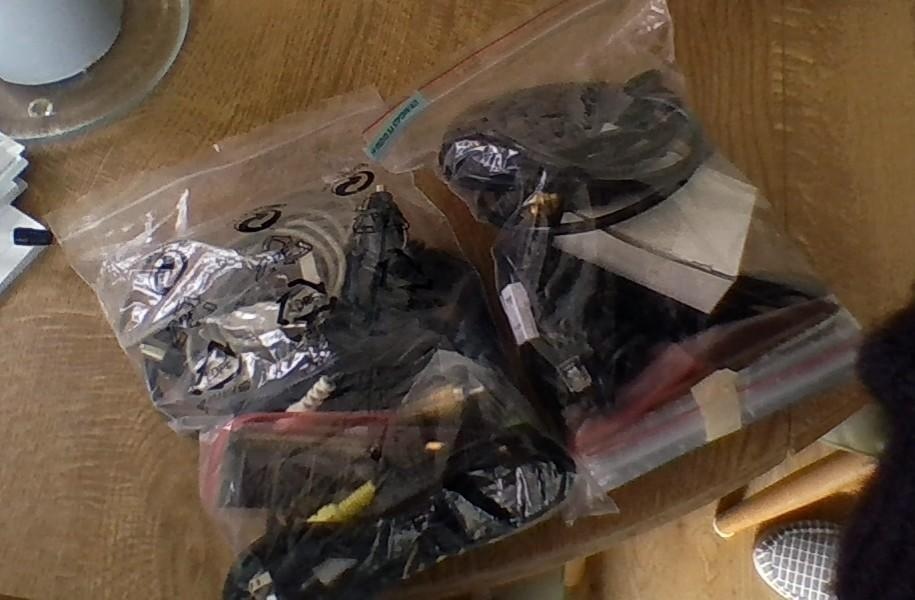 2 bags of computer cables & bt cables etc.