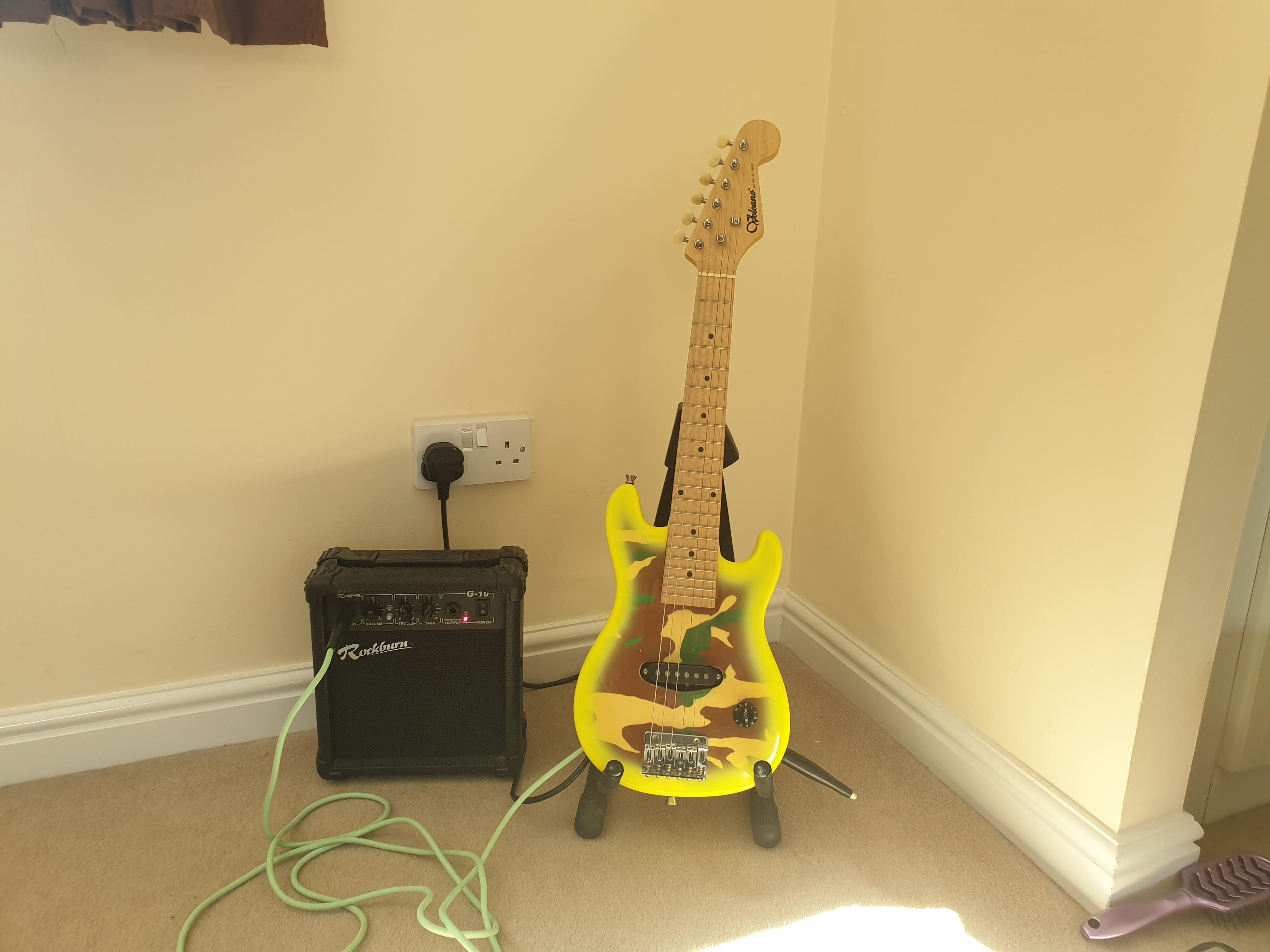 Half size electric guitar and amp set