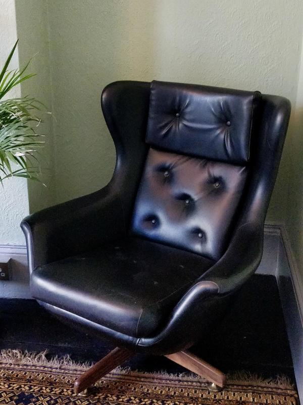Swivel armchair, upholstery project