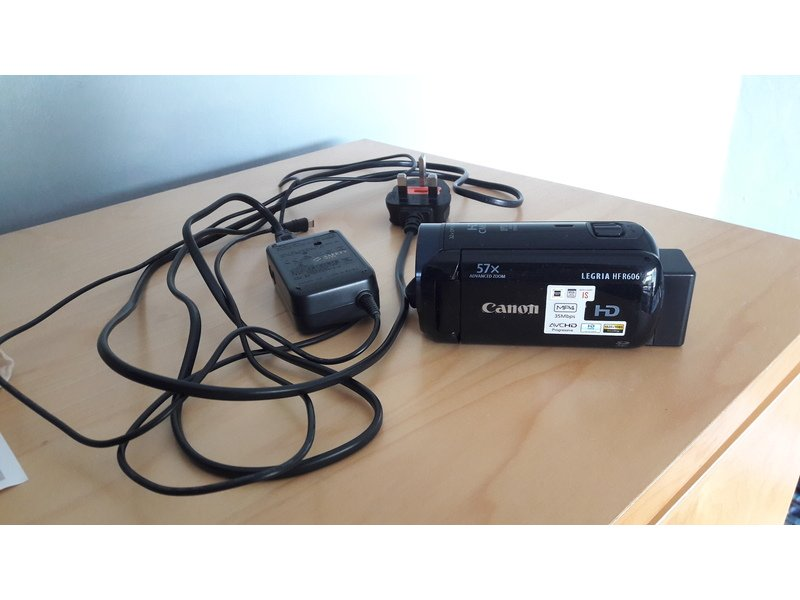 Canon Legria HF R606 w/ battery & Charger (SENSOR NOT