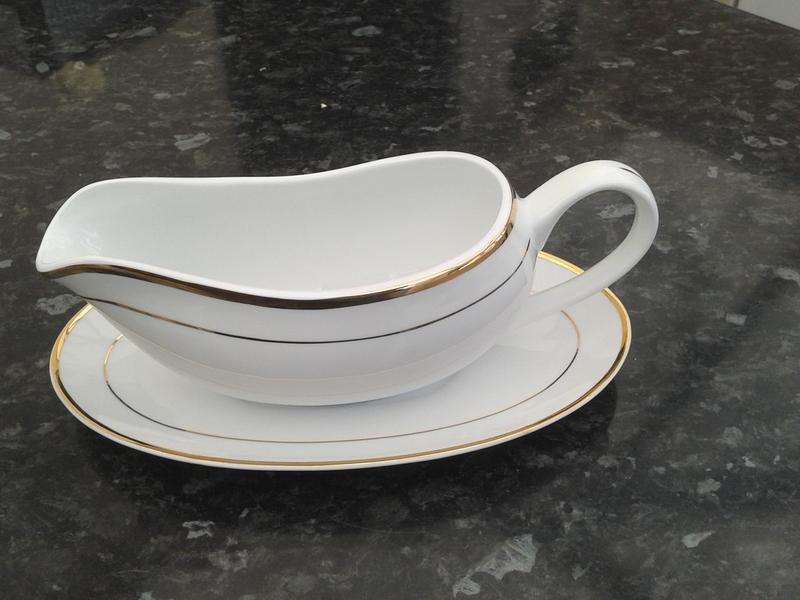 STUNNING FINE WHITE CHINA GRAVY BOAT WITH GOLD TRIM &